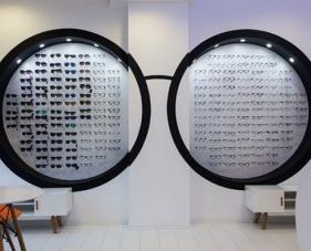 Cách trang trí cửa hàng mắt kính chuyên nghiệp để tạo khác biệt