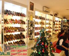 Top 10 mẫu thiết kế cửa hàng giày dép đẹp với xu hướng mới nhất