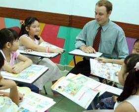Cách thiết kế trung tâm ngoại ngữ giúp thu hút học viên