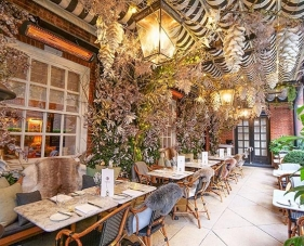 Trang trí nội ngoại thất quán cafe giúp thu hút khách hàng nhất